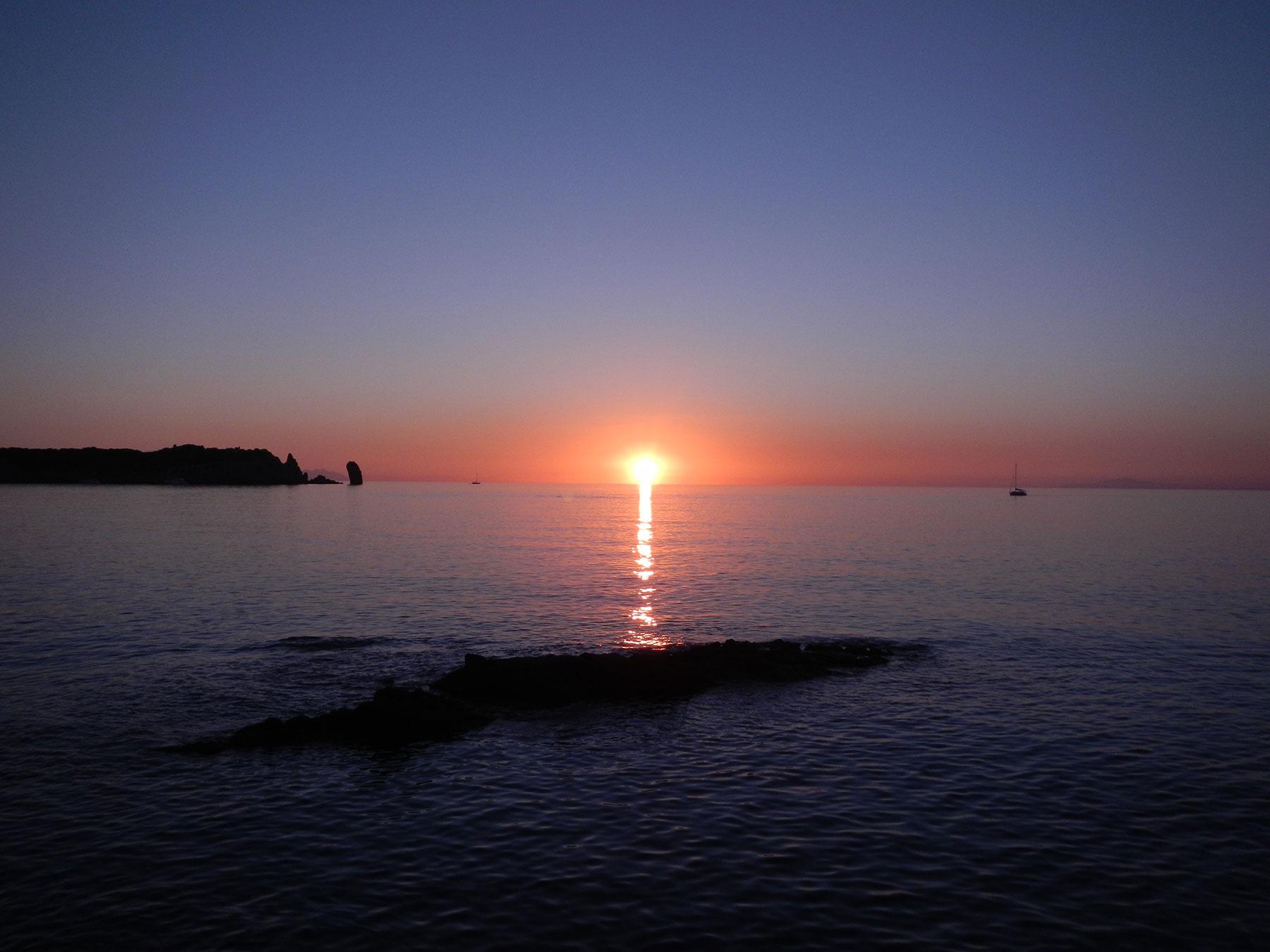 Noleggio Trimarano Isola del Giglio - Vela Giglio Campese - Isola del Giglio - Trimarano Giglio Porto - Tramonto Campese